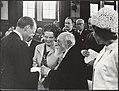 Martin Buber ontvangt in het Tropenmuseum de Erasmusprijs uit handen van prins B, Bestanddeelnr 021-0211.jpg