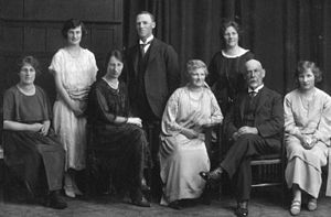 Wharetiki House - The Barnett family – standing from left: Tui, Olly, Ethel – sitting from left: Alice May (Topsy), Ivy, Mary (née Whelan), Matthew, Kate