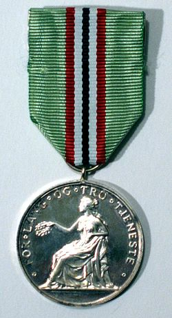 Medaljen for lang og tro tjeneste advers.jpg