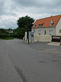 Menneville (Pas-de-Calais) - Rue de l'école.JPG