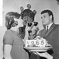 Mensen wensen elkaar een gelukkig 1965, Bestanddeelnr 917-2960.jpg