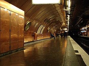 Arts et Métiers (Paris Métro) - Image: Metro Paris Ligne 11 station Arts et Metiers 02