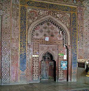Qibla - A mihrab at the 16th century Jama Masjid, Fatehpur Sikri, indicating Qiblah