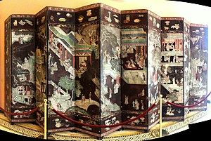 "Coromandel lacquer - Screen with figures in pavilions and a main border with a ""hundred antiques"", in the Villa Ephrussi de Rothschild"