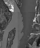 Z góry na dół widok dwóch rzek łączących, jeden ciemny i jasny, a drugi świetle z chmury osadów
