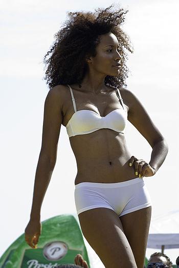 English: Bikini model during a fashion show.