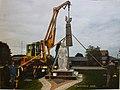 Montowanie pomnika wrzesień 2008.jpg