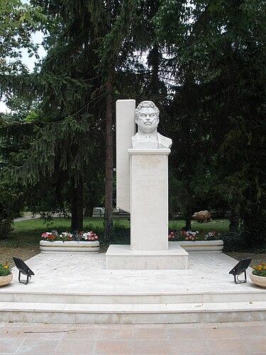 Памятник Александру Стамболийскому в Стамболийском.JPG