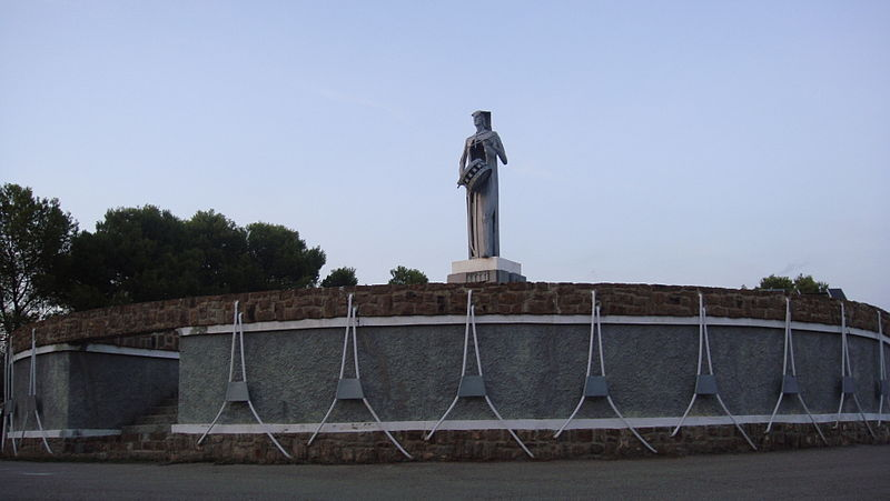 Archivo:Monumento al tambor (Alcañiz)04.jpg