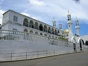 Religion in the Comoros - Image: Mosque in Moroni, Comoros (3923026238)