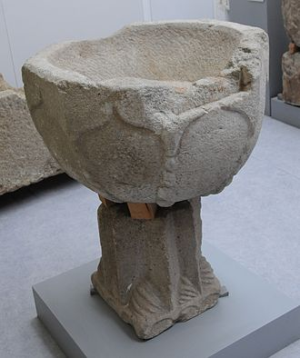 Ethnography and History Museum of Póvoa de Varzim - Baptismal font of the first church of Póvoa de Varzim, a Gothic-Romanesque temple demolished in the beginning of the 20th century.