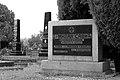 Nadgrobni spomenik dr Milana Savića.JPG