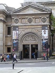 National Portrait Gallery, London, main entrance.JPG