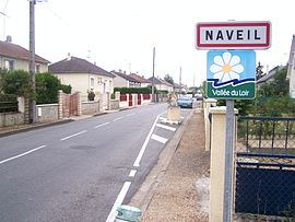 The road into Naveil