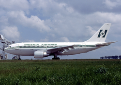 Nigeria Airways A310 5N-AUF CDG 1985-5-19.png