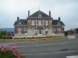 The town hall and school in Nurlu