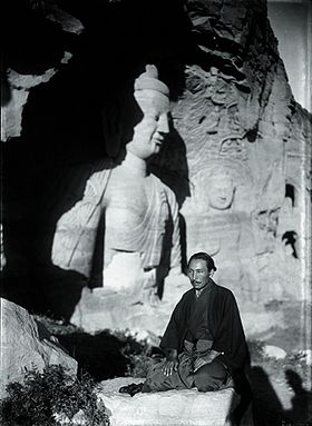 OGAWA Seiyo in front of Yungang Grottoes.jpg
