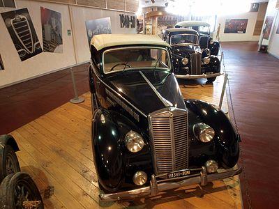 https://upload.wikimedia.org/wikipedia/commons/thumb/a/a5/Old_dark_blue_Lancia_Artena_Serie_III_police_car_photo-1.JPG/400px-Old_dark_blue_Lancia_Artena_Serie_III_police_car_photo-1.JPG