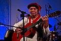 Omar Moreno Palacios en Huella Argentina (ciudad de La Rioja), 26 de febrero de 2015. Fotografía de Mauro Rico (del Ministerio de Cultura de la Nación). Toca la guitarra.jpg