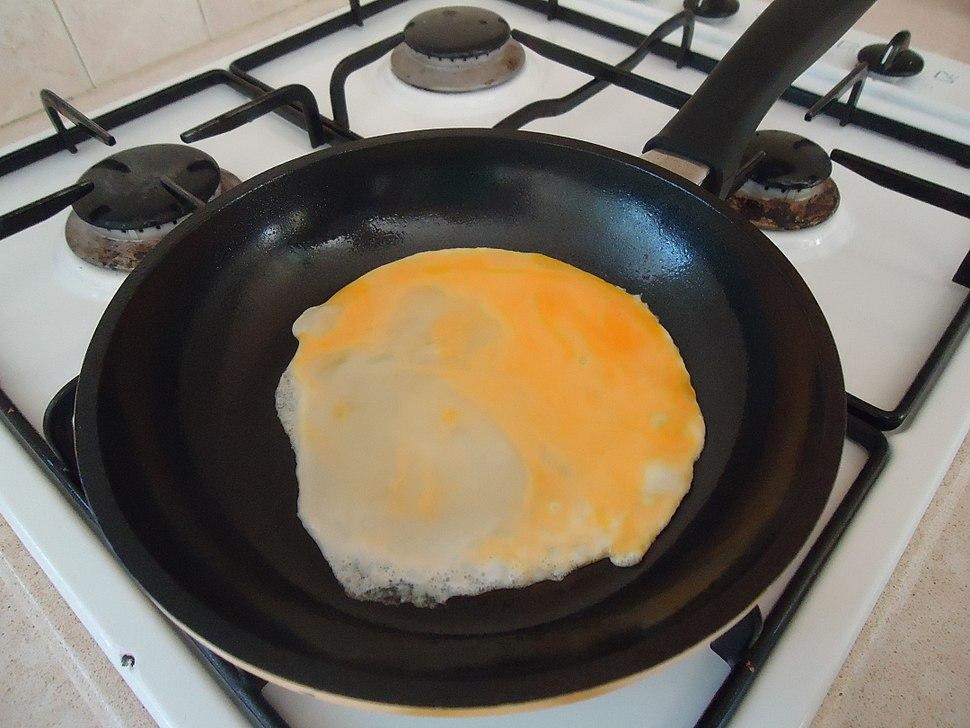 Omelette in frying