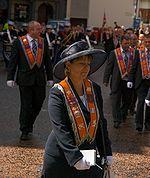 Orange marcher