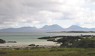 Timeline of prehistoric Scotland - A beach on Oronsay, looking towards Jura. Both islands have produced evidence of Mesolithic human settlement.