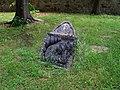 Písek, hřbitov u Trojice, náhrobek s reliéfem.jpg