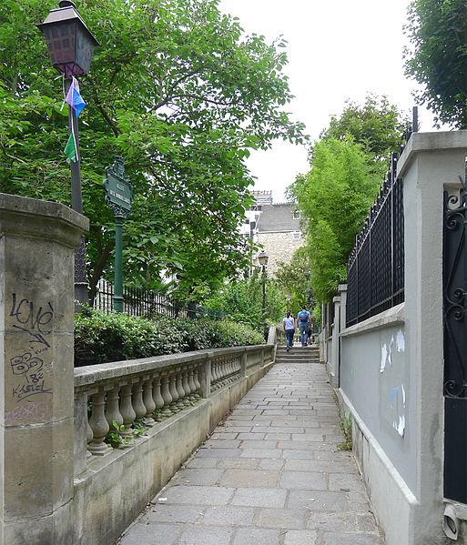 Fichier:P1260926 Paris XVIII allee des Brouillards rwk.jpg