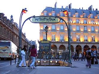 Palais Royal – Musée du Louvre (Paris Métro) - Image: Palais Royal station entrance