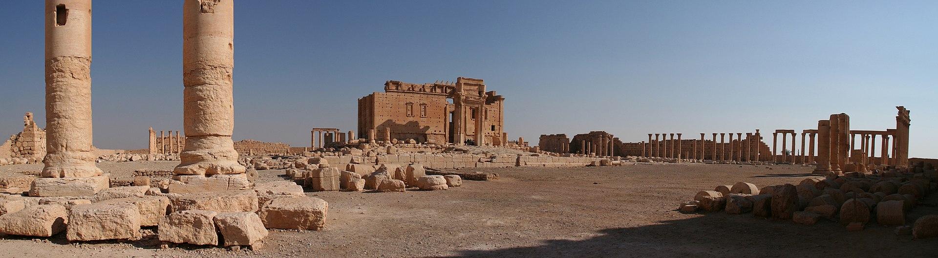 La imagen tiene un atributo ALT vacío; su nombre de archivo es 1920px-Palmyra_Ruines_Temple_of_Bel.jpg