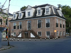 http://upload.wikimedia.org/wikipedia/commons/thumb/a/a5/Paramaribo,_Hof_van_Justitie_(Court_of_Justice).jpg/250px-Paramaribo,_Hof_van_Justitie_(Court_of_Justice).jpg?319