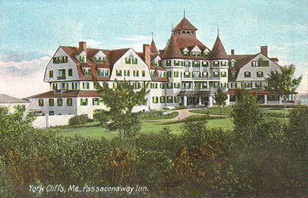 Passaconaway Inn in York Cliffs c. 1910 Passaconaway Inn, York Cliffs, ME.jpg