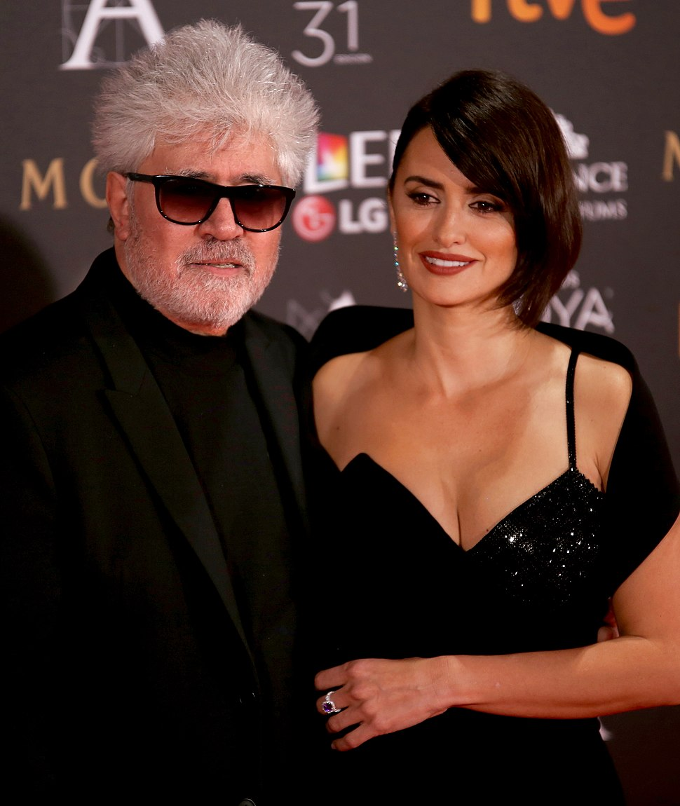 Pedro Almodóvar and Penélope Cruz at Premios Goya 2017 1 (cropped)