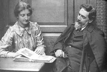 English: Flinders Petrie and Hilda Petrie in 1...