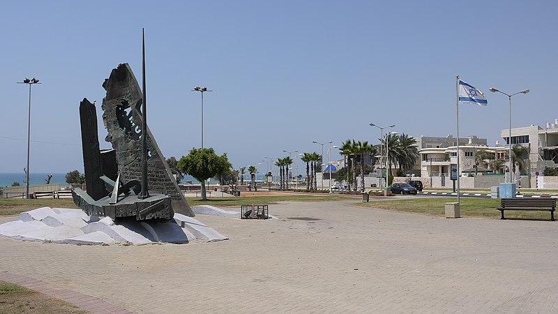אנדרטה לאניות סטרומה ומפקורה באשדוד