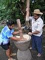 Pilando arroz La Mochila.jpg