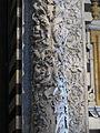 Portale centrale della controfacciata, colonna di Antonio Federighi e Giovanni di Stefano.JPG