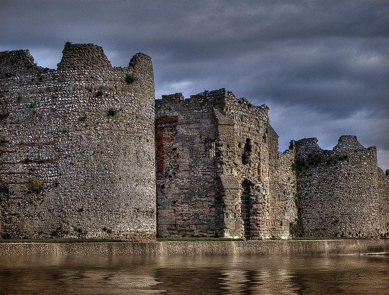 File:Portchester castle 02.jpg