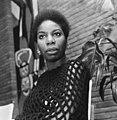 Portret van de Amerikaanse zangeres Nina Simone die met kerst op televisie zal v, Bestanddeelnr 918-5601 - restoration.jpg