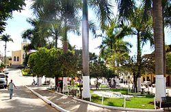 Praça professor Silveira, vermelho novo.jpg