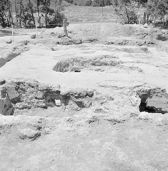 File:Quasileh, archeologisch onderzoek Ontgraven resten van een wijnpers, Bestanddeelnr 255-3790.jpg