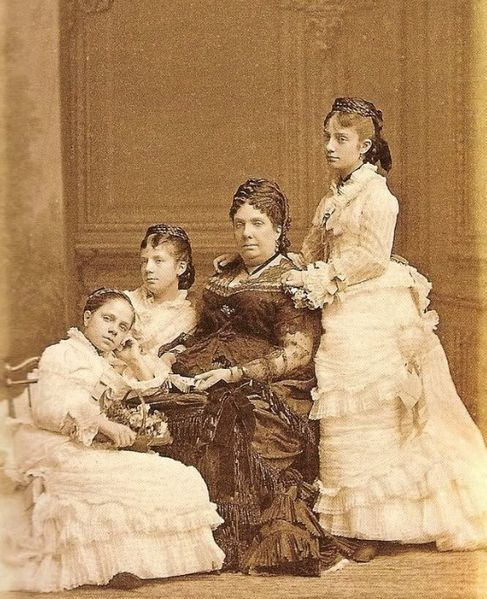 File:Queen Isabella II with her three youngest daughters.jpg