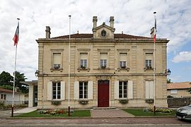 The town hall in Quinsac