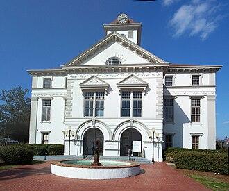 Brooks County Courthouse (Georgia) - Image: Quitman GA crths memorial spano 01
