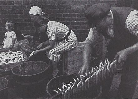 Fish treating and smoking in Nikolaiken (now Mikolajki), 1920s Rauchermaranen.jpg