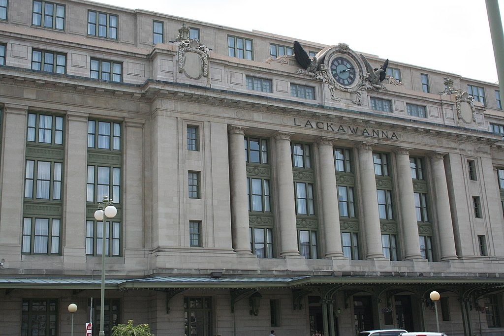 Radisson Lackawanna Station Hotel - File:Radisson lackawanna station hotel.JPG - Wikimedia Commons