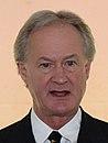 El gobernador de Rhode Island Lincoln Chafee - 140526-N-PX557-166 (14290233225) (recortado) .jpg