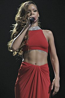 "Rihanna interpretant ""Take a Bow"" durant la seva gira Diamonds World Tour al 2013"