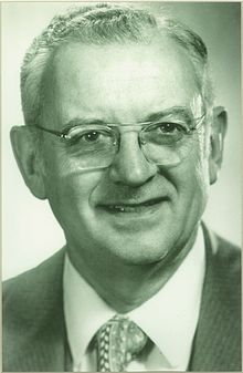Roger A. Morse, Ph.D. (July 5, 1927 - May 12, 2000).jpg