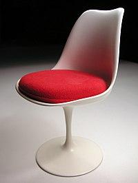 piétement aluminium finition époxy, coque polyester et fibre de verre, assise en tissu.
